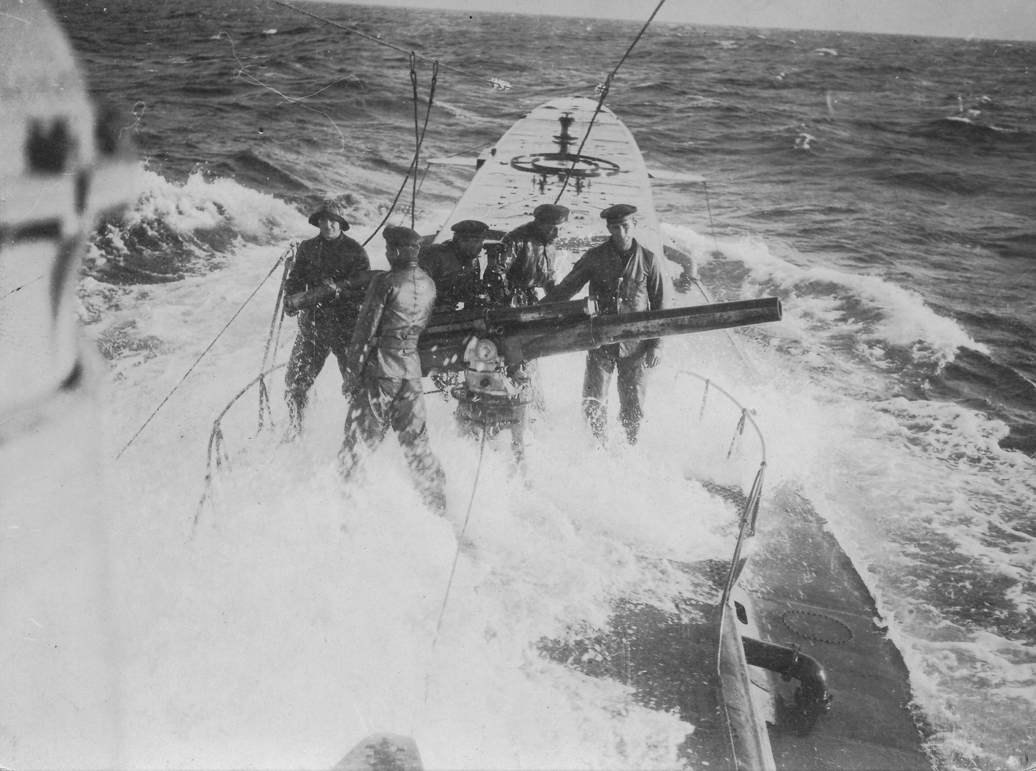 U-Boot auf hoher See im 1. Weltkrieg