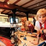 """Die """"Queen Mary"""" gebaut aus 1 Million Legosteinen auf Deck 1. ©Michael Zapf"""