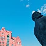 Blick in den Himmel: Störtebeker vor dem Maritimen Museum. ©vdl