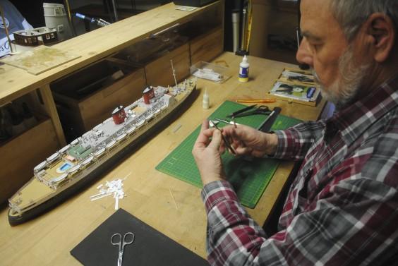 Erstes Papiermodell im Maritimen Museum fertiggestellt