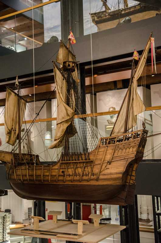 Die Santa Maria im Foyer des Maritimen Museums
