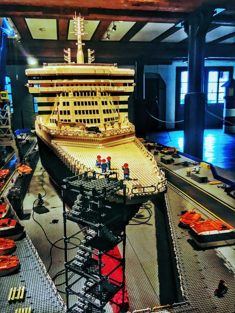 Geht in die Werft: Die Queen Mary 2 Aus Lego.
