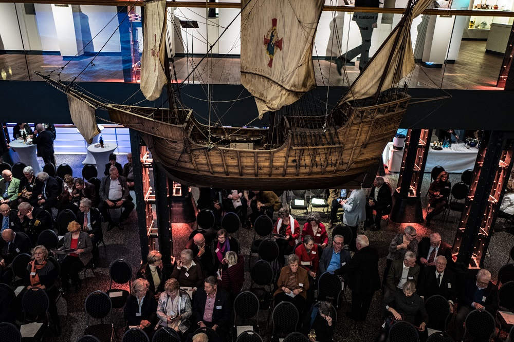 Freundeskreis Internationales Maritimes Museum Hamburg Nikolausumtrunk Modell Santa Maria Columbus