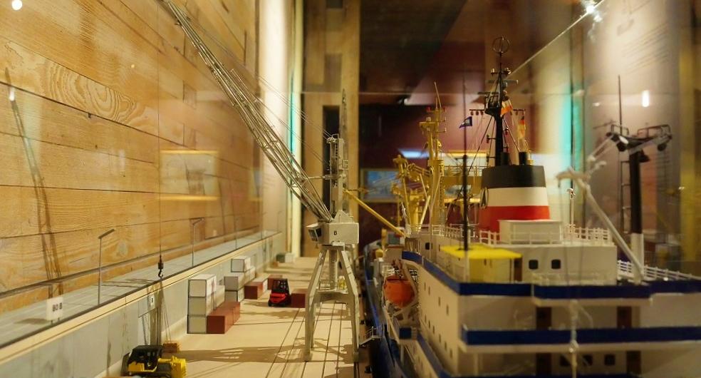 Lange Nacht der Literatur Hamburg Internationales Maritimes Museum WEDE Fachbuchhandlung Köehlers Verlag Michael Batz Lesung Schifffahrt Hafen Hafenkran