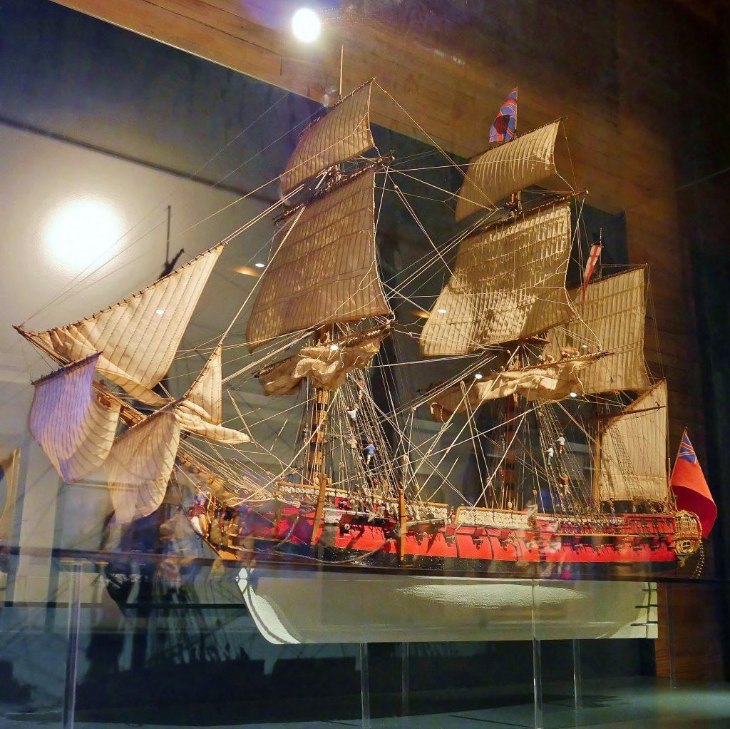 40 Kanonen-Fregatte der Royal Navy von 1768, als Modell auf Deck 2 des Internationalen Maritimen Museum Hamburg.
