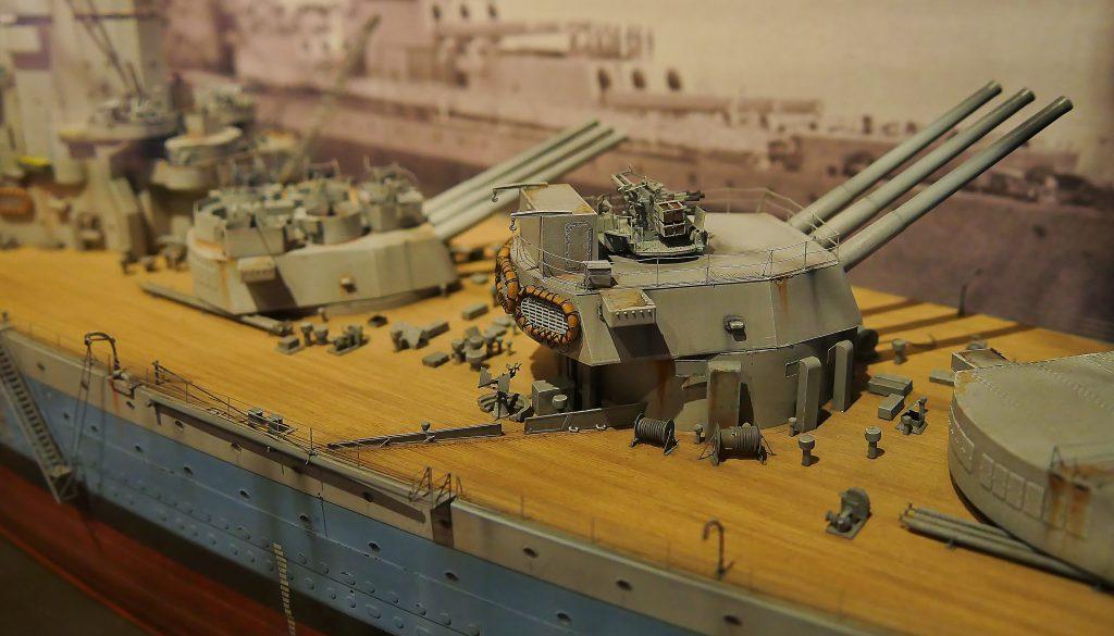 HMS Hood der Royal Navy auf deck 5 des Internationalen Maritimen Museum Hamburg.