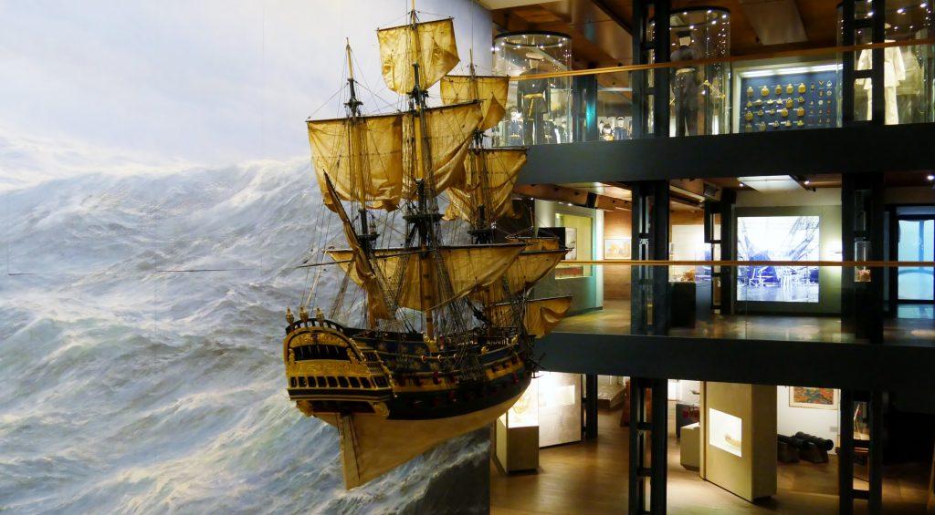 Die Wapen von Hamburg III Teil der Sammlung Peter Tammim Internationalen Maritimen Museum Hamburg auf Deck 2 fehlt bei keine Führung in die Ausstellung. Fügrungen für Gruppen.
