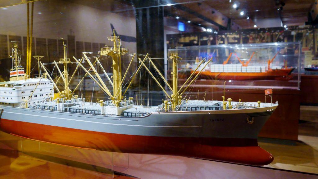 Die moderne Seefart auf Deck 6 des Internationales Maritimes Museum Hamburg. Handelsschiffe.