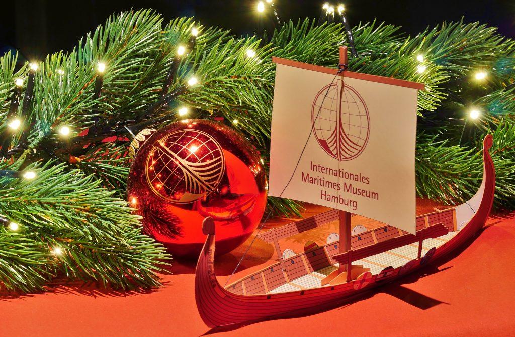 Das IMMH Wikingerschiff als Weihnachtsgeschenk.