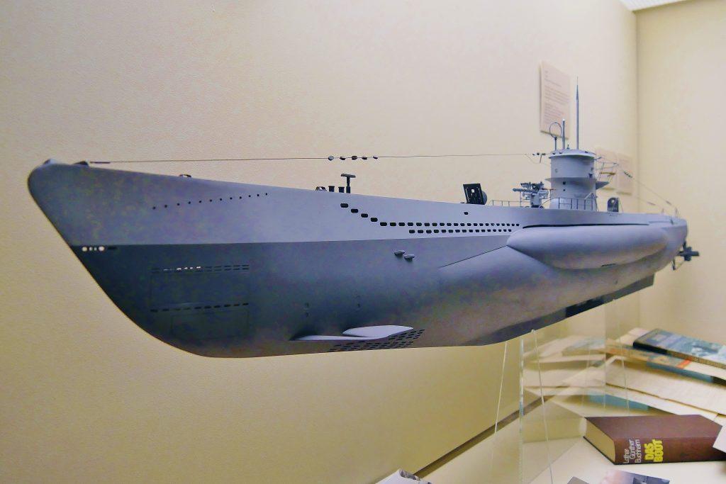 """Das U 96, als Modell auf Deck 6 des Internationales Maritimes Museum Hamburg. Das Uboot ist der dritte Protagonist der Vortrag """"U 96 Realität und Mythos""""."""