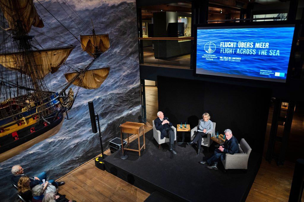 Die Podiumsdiskussion, auf Deck 2 unter der Wapen von Hamburg III.
