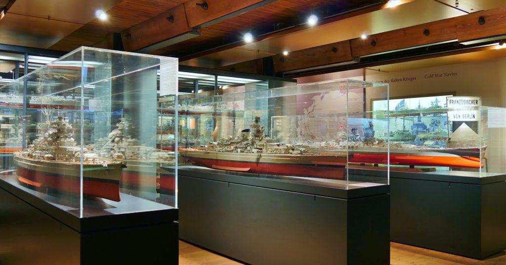 Schlachtschiffe der Sammlung Peter Tamm, II Weltkrieg, auf Deck 5 der Dauerausstellung. Internationales Maritimes Museum Hamburg. Tour of the Exhibitions.