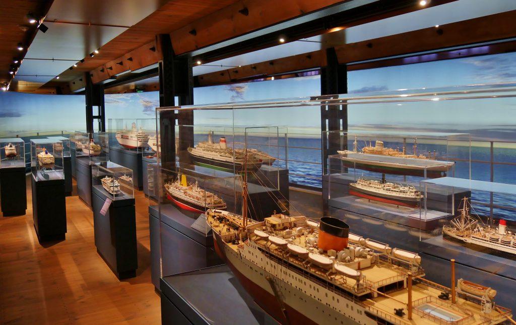Passagier- und Kreuzfahrschiffe auf Deck 6 der Dauerausstellung. Internationales Maritimes Museum Hamburg.