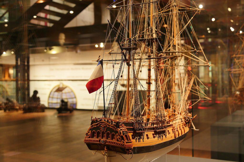 """Deck 2 """" des Internationalen Maritimen Museum Hamburg """"Mit dem Wind um die Welt: Schiffe unter Segeln"""" Deck 2, Sailing Ships."""