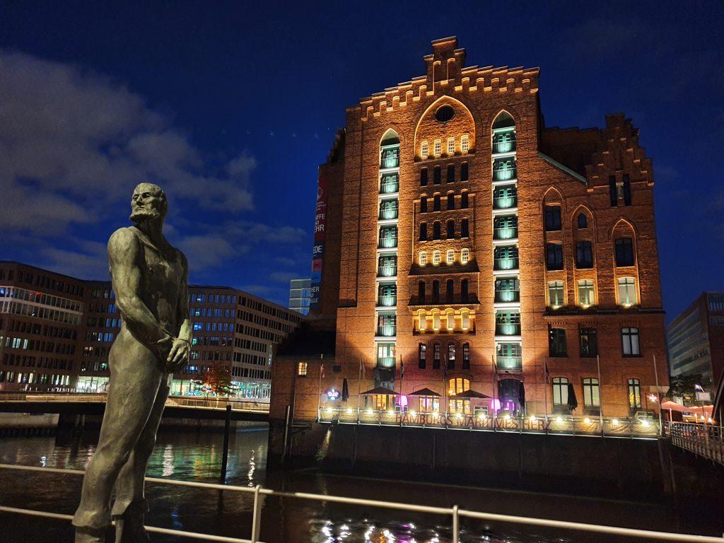Störtebecker und der Kaispeicher B, Haus des Inernationalen Maritimen Museum Hamburg. Leider Gescholoßen in November 2020 aufgrund der COVID-19 Pandemie.
