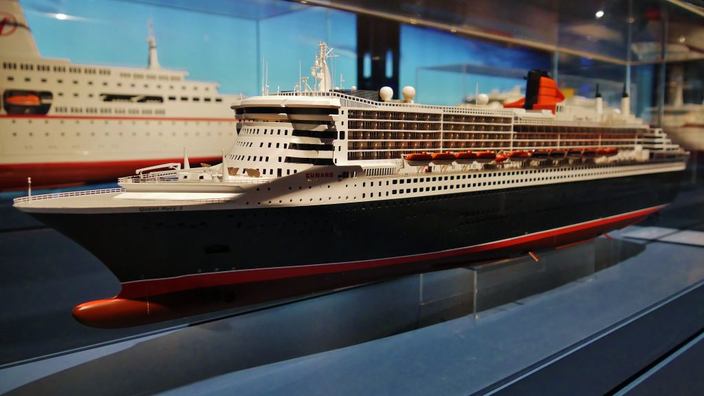 Werftmodell der Queen Mary 2 auf Deck 6 des Internationalen Maritimen Museum Hamburg.