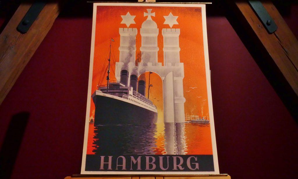 """Das Motiv """"Hamburg"""" der Historischen Reedereiplakate des Internationalen Maritimen Museum Hamburg."""
