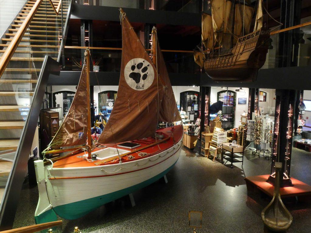Wir sind wieder am Deck! Das Foyer des Internationalen Maritimen Museum Hamburg empfängt ab den 3. Juni 2021 wieder Besucher.