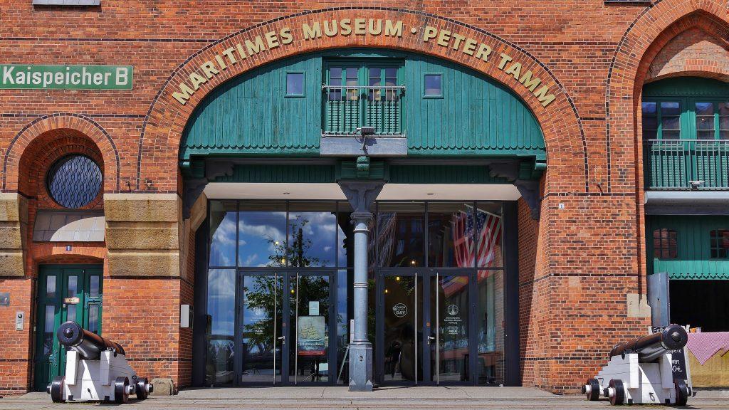 Die Wiedereröffnung des Internationalen Maritimen Museum Hamburg findet am 3. Juni 2021 statt. Dann werden die Tore des Kaispeicher B, zwischen Speicherstadt und Haffencity für alle, die sich für Schifffahrt und Maritimes interessieren, wieder geöffnet.