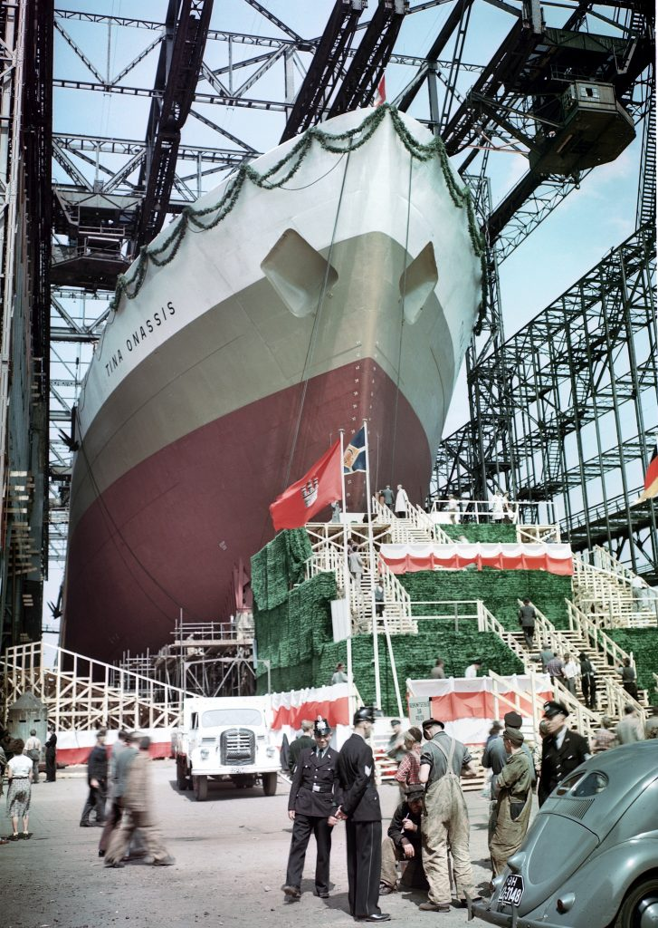 Everything is ready for the launching of the Tina Onassis at the Howaldswerke shipyard in Hamburg, 1953.